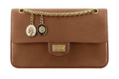 Chanel обновил знаковую сумку 2.55  Стиль  Ценности  Lenta.ru e426772641485