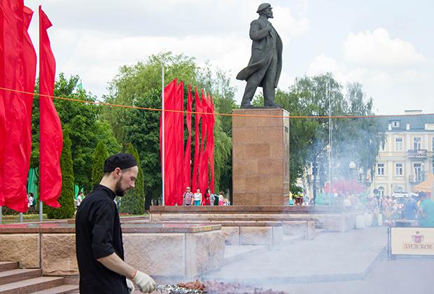 На площади Ленина часто устраивают народные гуляния