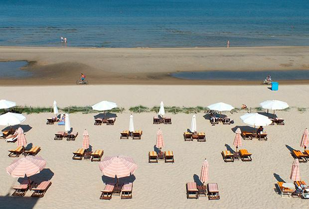 Отдыхающие пока еще в восторге от пляжей Юрмалы, но они были не единственной достопримечательностью курорта