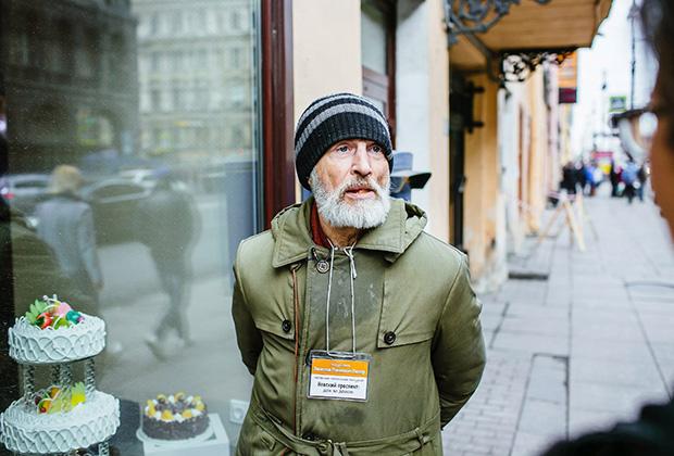 От других бездомных Раснера отличает чуть более опрятная одежда