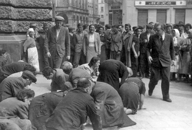 Евреи чистят улицу