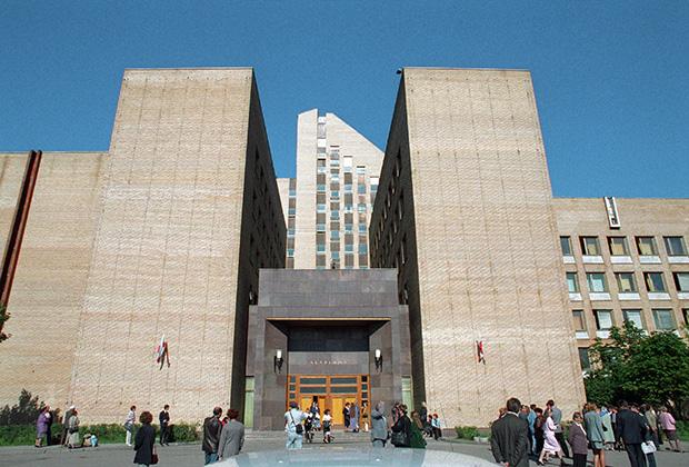 Здание Академии Федеральной службы безопасности