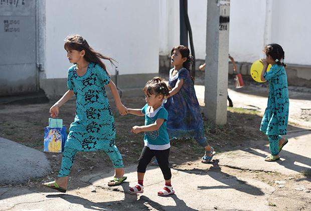 Примерно 35 процентов детей-инвалидов в Таджикистане рождены в браках между близкими родственниками
