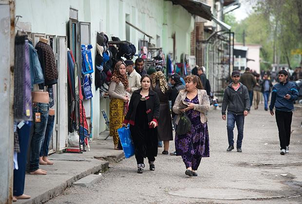 Состоятельные таджики предпочитают родственные браки, чтобы все нажитое оставалось в семье