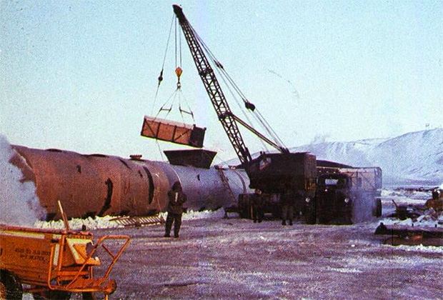 С базы Туле вывозят зараженный радиоактивными материалами лед, 1968 год.