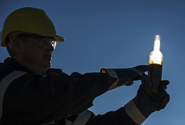 Марка Brent торгуется на уровне 46-47 долларов за баррель, рубль практически не реагирует на колебания нефтяных котировок