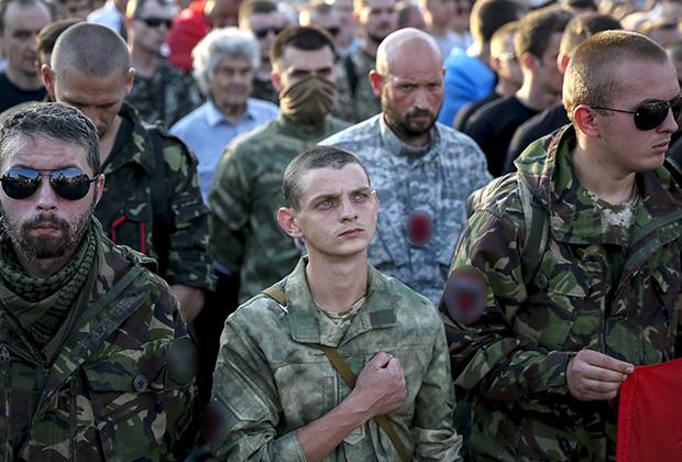 Боевики «Правого сектора» во время антиправительственной акции в Киеве