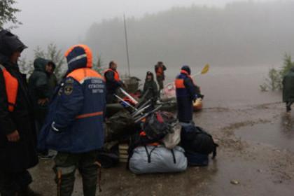 Около 70 туристов спасли на реке в Якутии