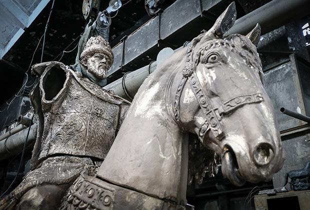 Памятник основателю города Орла царю Ивану Грозному в творческой мастерской «Арт-проект»