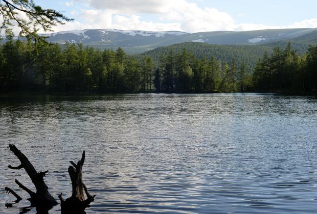 Озеро Ару-Кем питают подземные источники, туда же уходит и вода из него