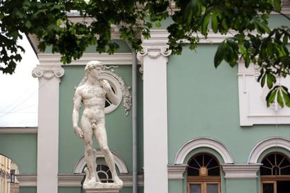 В Петербурге прикроют наготу Давида в ответ на жалобу горожанки