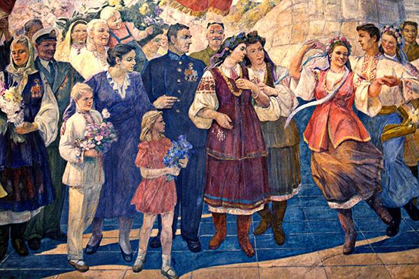 Мозаичное панно, изображающее дружбу русского и украинского народов, на станции московского метро «Киевская»-кольцевая