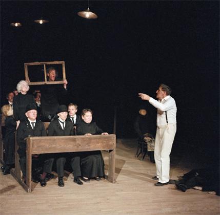 Тадеуш Кантор играет в спектакле «Умерший класс», 1983 год