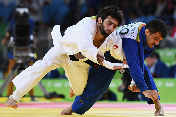 RIO DE JANEIRO, BRAZIL - AUGUST 06:  Beslan Mudranov of Russia (white) competes against Amiran Papinashvili of Georgia during the Men's -60k Semifinal of Table A Judo contest on Day 1 of the Rio 2016 Olympic Games at Carioca Arena 2 on August 6, 2016 in Rio de Janeiro, Brazil.  (Photo by