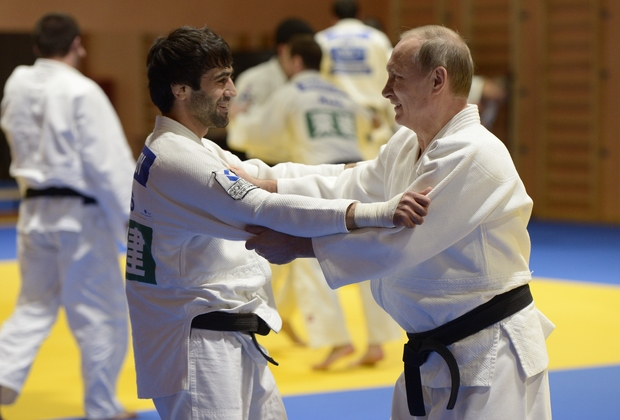 Владимир Путин тренируется с Бесланом Мудрановым