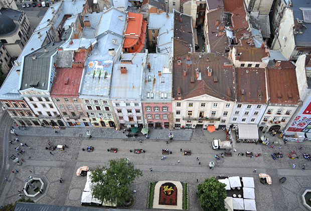 Вид на старинные дома во Львове