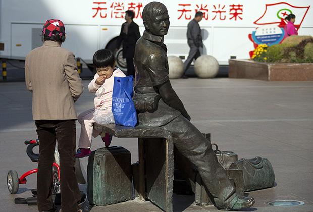 Памятник русскому челноку в Хэйхэ