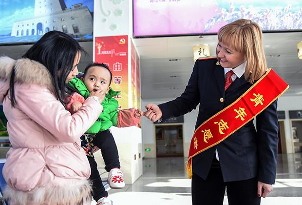 Россиянка, работающая волонтером на железнодорожной станции в Хуньчуне