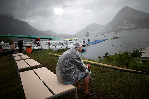 The Olympic rowing regatta is postponed due to bad weather conditions, Lagoa Stadium, Rio De Janeiro, Brazil, August 10, 2016. REUTERS/Carlos Barria FOR EDITORIAL USE ONLY. NOT FOR SALE FOR MARKETING OR ADVERTISING CAMPAIGNS. - RTSMBTH