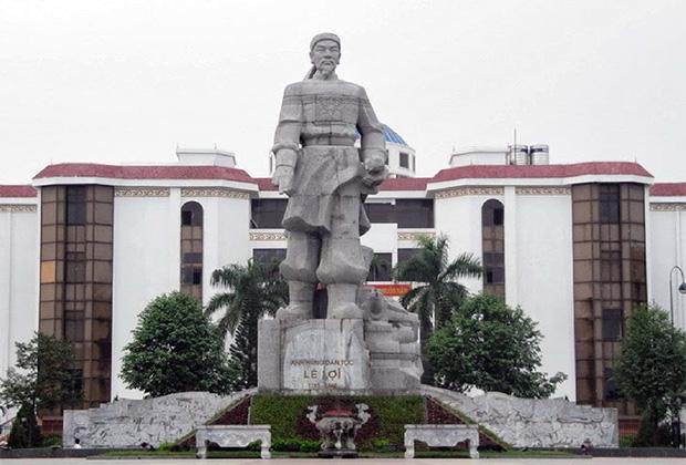 Статуя Ле Лоя