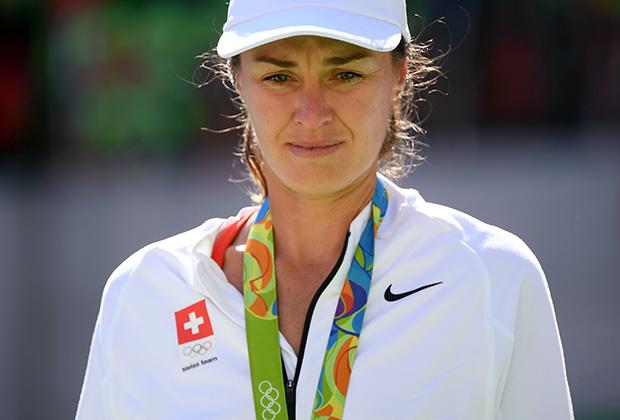 Серебряный призер Мартина Хингис после получения медали