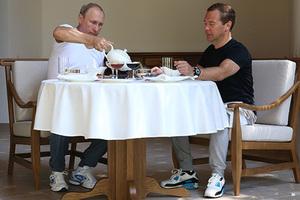 Владимир Путин и Дмитрий Медведев завтракают в резиденции «Бочаров ручей»
