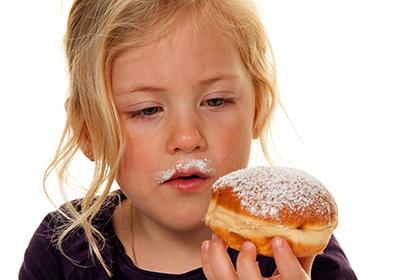 Дети должны употреблять не неменее 6 чайных ложек сахара вдень
