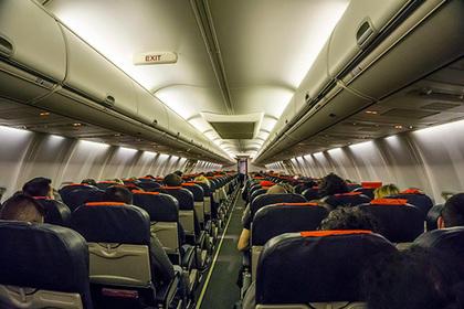СКпроверит информацию одомогательствах пассажира самолета к9-летней девочке