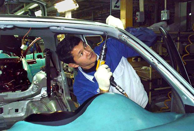 Узбекистан развернул производство автомобилей в 90-е