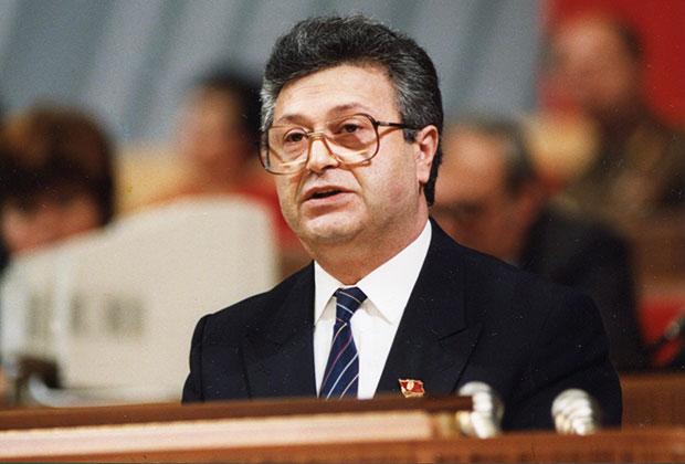 Аяз Ниязович Муталибов не смог справиться с управлением республикой в постсоветских реалиях
