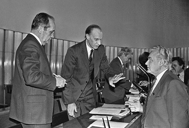 Энн-Арно Аугустович Силлари возглавлял альтернативную компартию Эстонии и параллельно состоял в Политбюро ЦК КПСС