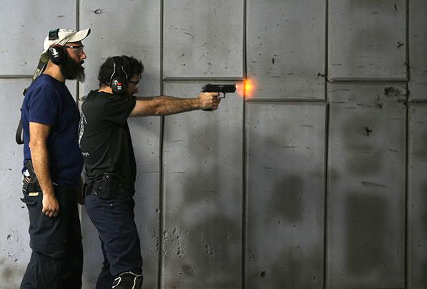Демонстрация работы приспособления, предотвращающего несанкционированное применение полуавтоматического оружия. Иерусалим, июль 2016 года.