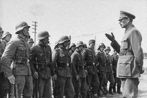 Андрей Власов с солдатами РОА