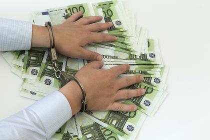 Следствие изучает версии происхождения млрд. Захарченко— Семейный подряд