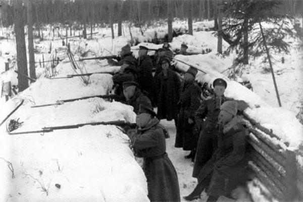 Латышские стрелки на боевых позициях