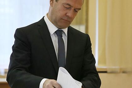 Д. Медведев проголосовал в российской столице вместе с женой