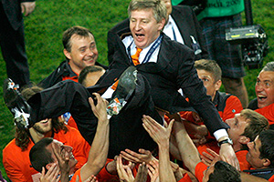 President of Shakhtar Donetsk Rinat Akhmetov is thrown in the air by players as they celebrate after they defeating Werder Bremen in the UEFA Cup final soccer match at Sukru Saracoglu stadium in Istanbul May 20, 2009.