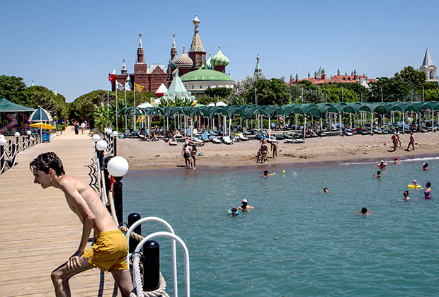 Турецкий курорт, оформленный в русском стиле