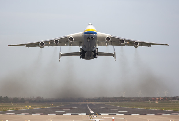 Only one AN-225 Mryia (Dream) was ever built by the company Antonov, and this giant of the skies, operated by Ukrainian company Antonov Airlines, landed in Doncaster to collect 150 tonnes of engineering equipment for a transatlantic flight. The AN-225 is 275 feet in length, with a wingspan of 290 feet and a maximum take-off weight of 640 tonnes. (Credit Image: В© Andrew Mccaren/London News Pictures via ZUMA Wire)
