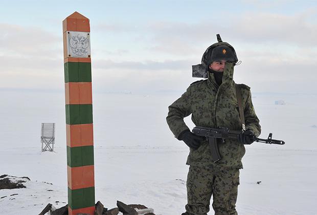 Пограничник на территории погранзаставы «Нагурское»