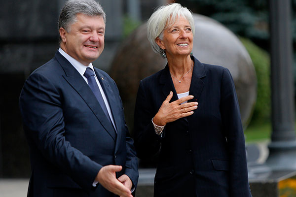 Ukrainian President Petro Poroshenko, left, talk with Managing Director of the International Monetary Fund Christine Lagarde during of their meeting in Kiev, Ukraine, Sunday, Sept. 6, 2015