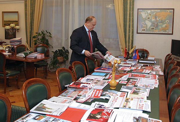Геннадию Зюганову как руководителю фракции КПРФ в Госдуме полагается просторный кабинет