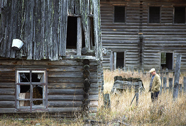 Заброшенные дома в поселке Пытырью, Республика Коми