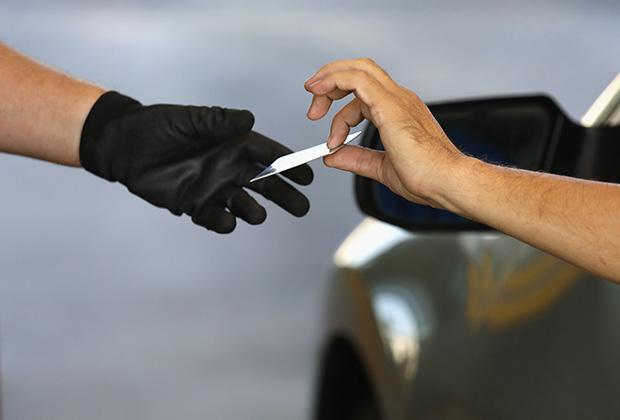 Не стоит покидать машину, пока об этом не попросит полицейский