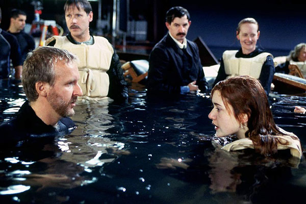 James Cameron (Director), Kate Winslet on the set of Titanic (1997)  *Filmstill - Editorial Use Only* CAP/NFS Image supplied by Capital Pictures