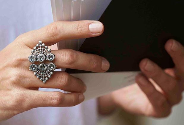 Кольцо из кружева, покрытого серебром