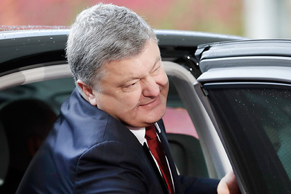 President of Ukraine Petro Poroshenko arrives for a summit with the leaders of Russia, Ukraine and France at the chancellery in Berlin,