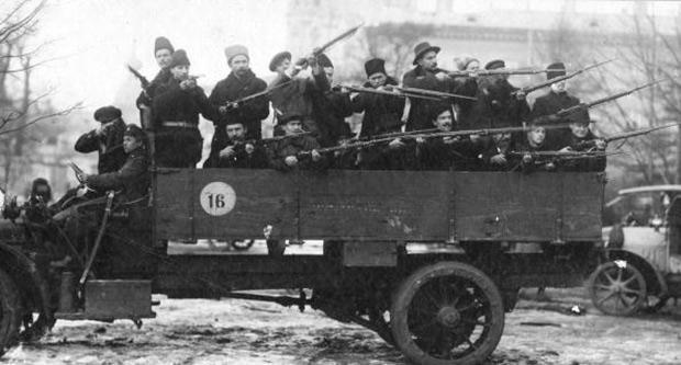 Красногвардейцы на грузовике,1918 год