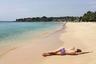Единственный северный пляж, достойный упоминания, находится в бухте Duch Bay восточнее Тринкомале, ориентир — Koneswaram Beach.