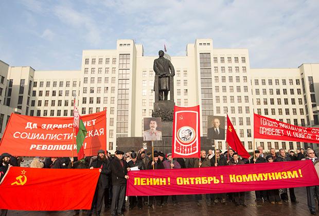 До последнего времени в белорусском обществе была сильна ностальгия по советским временам и порядкам